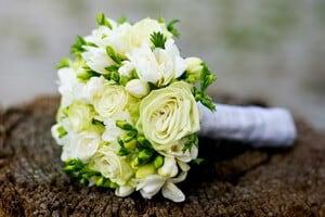 Hochzeitsfloristik Dresden mit einem Brautstrauss.